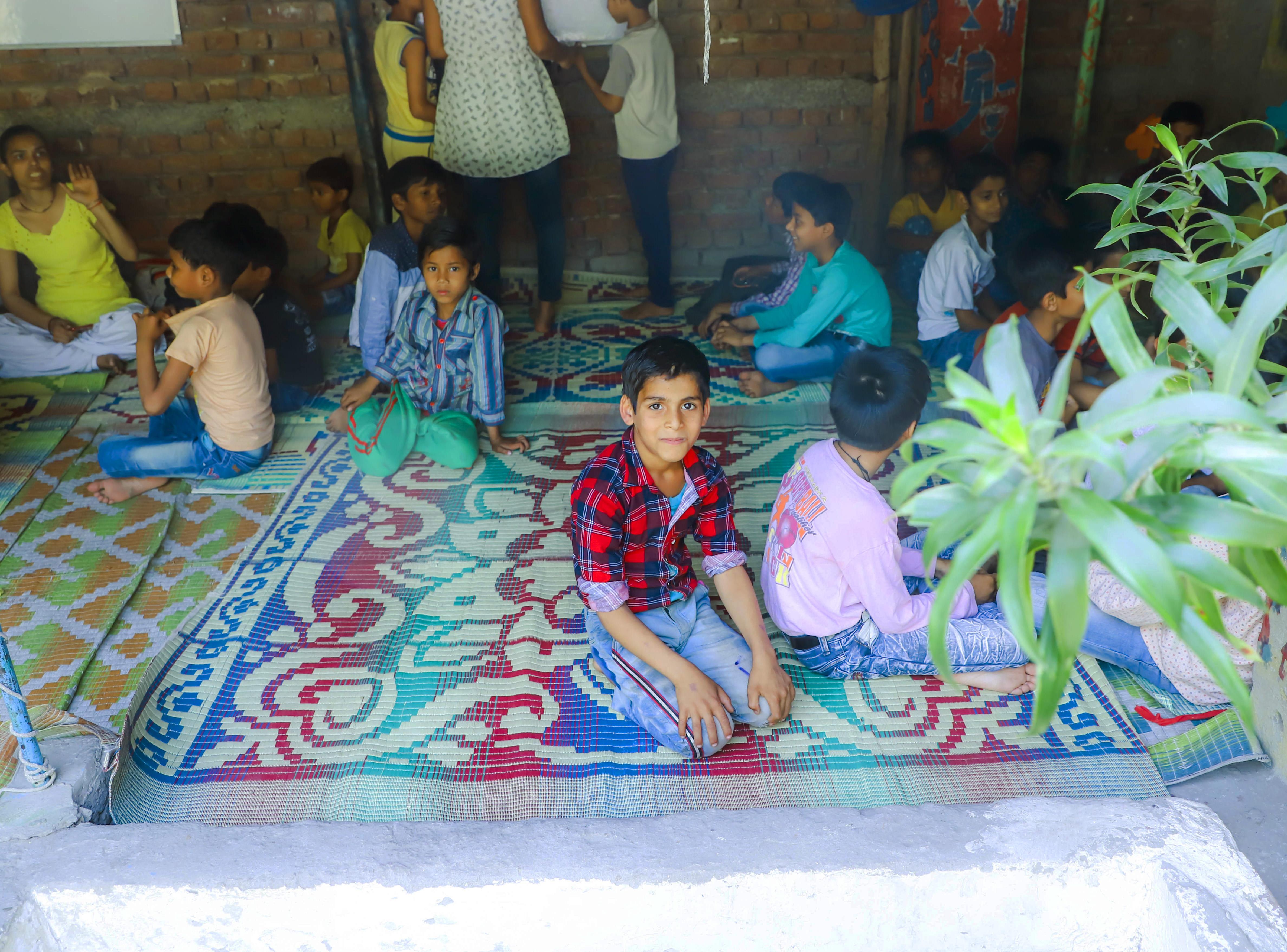 Un enfant des associations Project Why et enfances indiennes dans un centre à Delhi